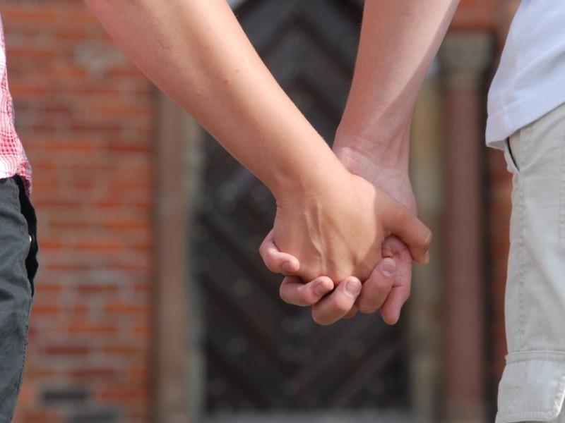 rozwiązywanie konfliktów w relacjach randkowych siostra umawia się ze starszym mężczyzną